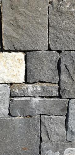 Natursteinmauer Guber