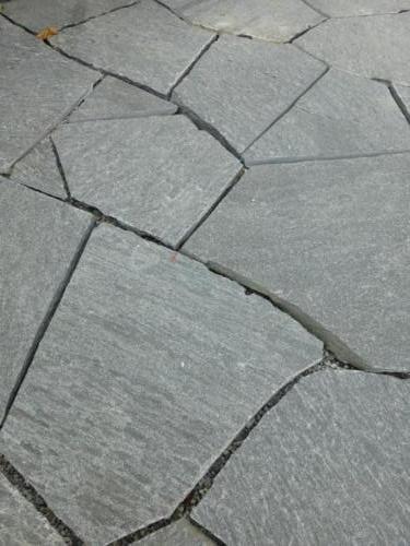 Formwilde Granitplatten